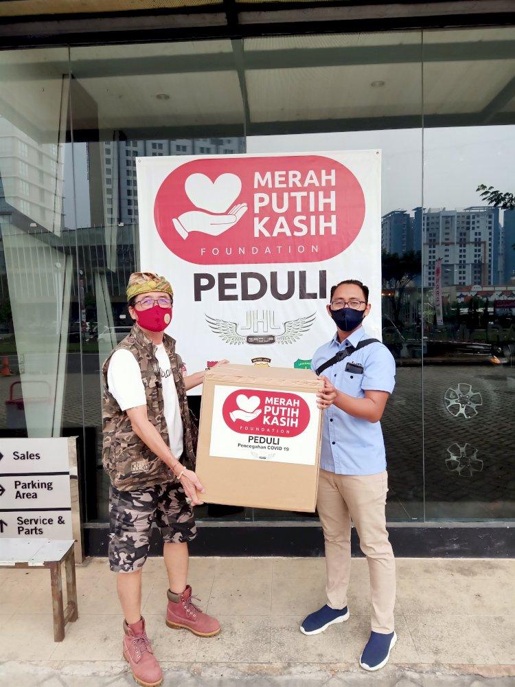 Merah Putih Kasih Foundation Donasikan Masker Surgical Face Mask